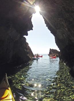 Cabo de Gata Activo kayak y snorkel - rutas guiadas en cuevas